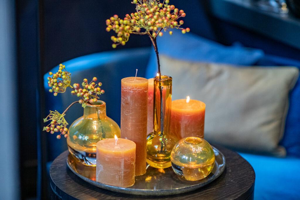 DutZ_candles_amber_glass_cugat_bottle_hoola_goldtopaz_plate_2