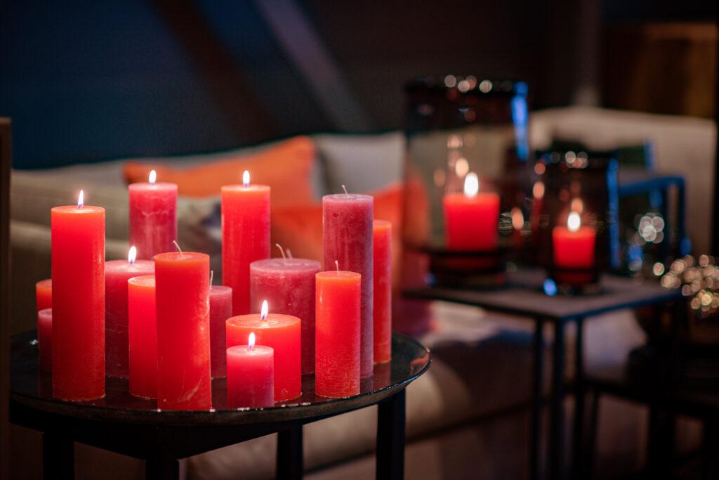 DutZ_candles_fuchsia_red_plate_2