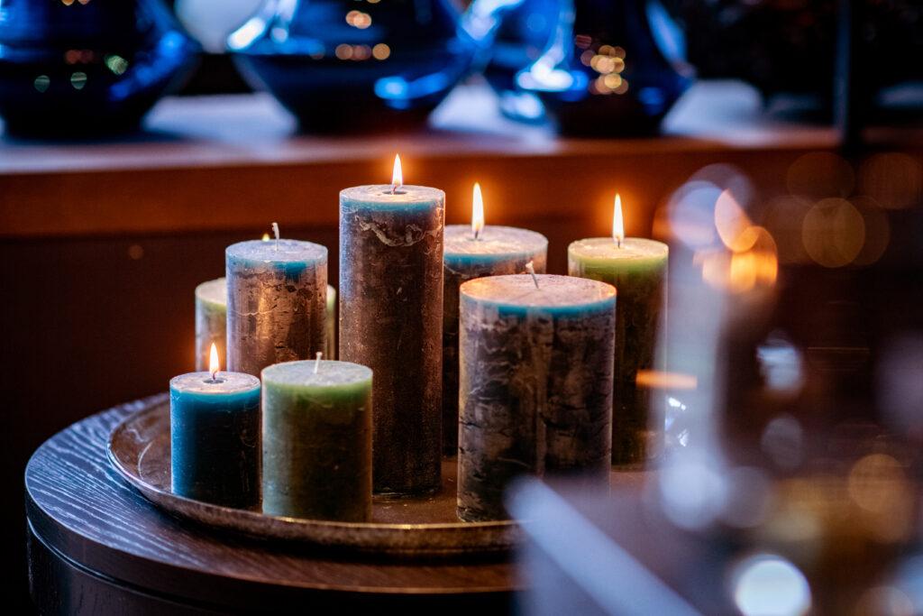 DutZ_candles_navyblue_darkgreen_plate_side_2